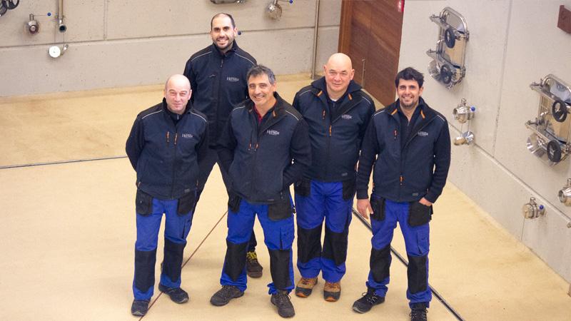 Foto de los trabajadores que forman el equipo de bodega